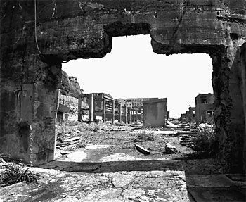 http://www.electricedge.com/greymatter/images2/gunkanjima.jpg